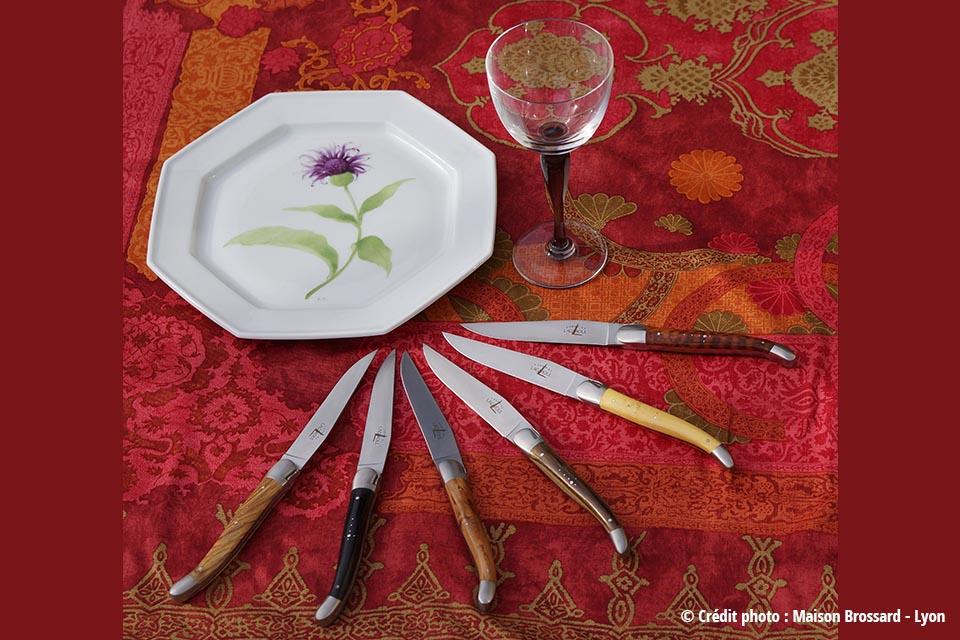 forge_de_laguiole_arts_table_bois_naturels_sliders