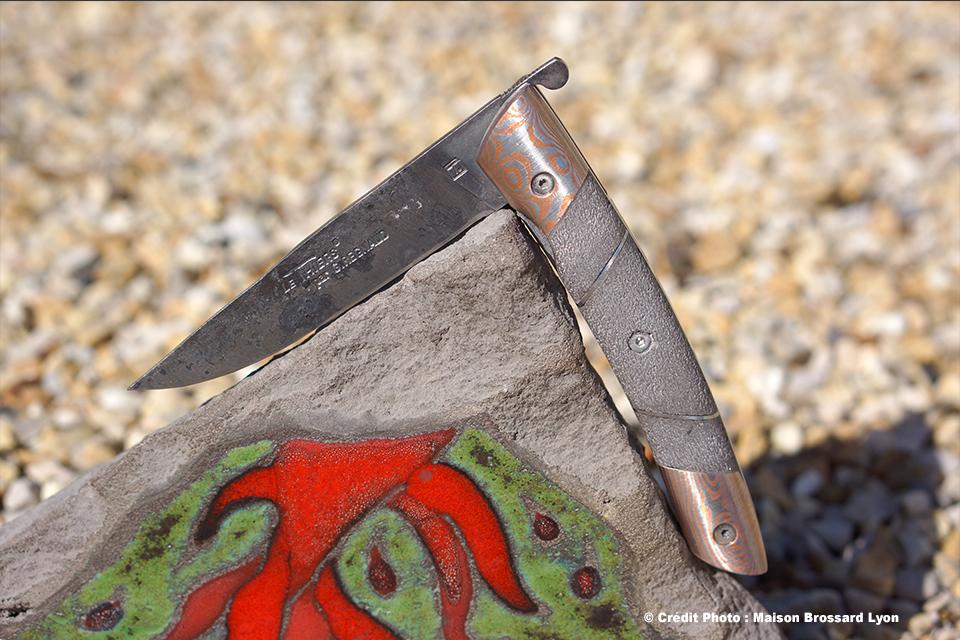 Le Thiers par G. Regnaud manche en lave des volcans d'Auvergne Lame Brut de Forge acier XC 75