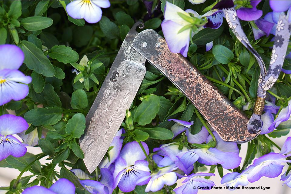 Mickael Moing Higonokami manche fer et cuivre Lame damas carbone