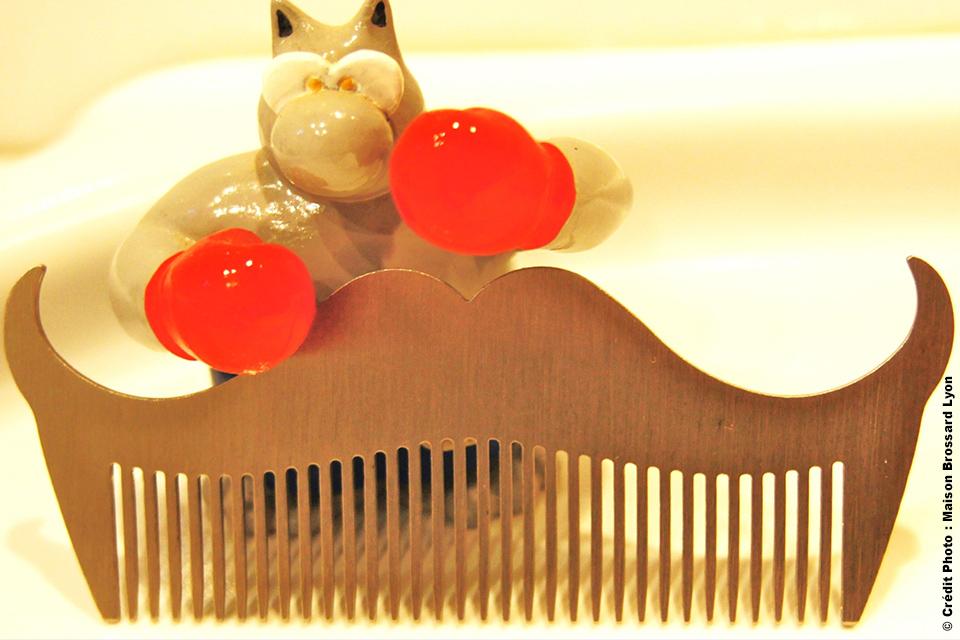 Peigne à barbe en acier