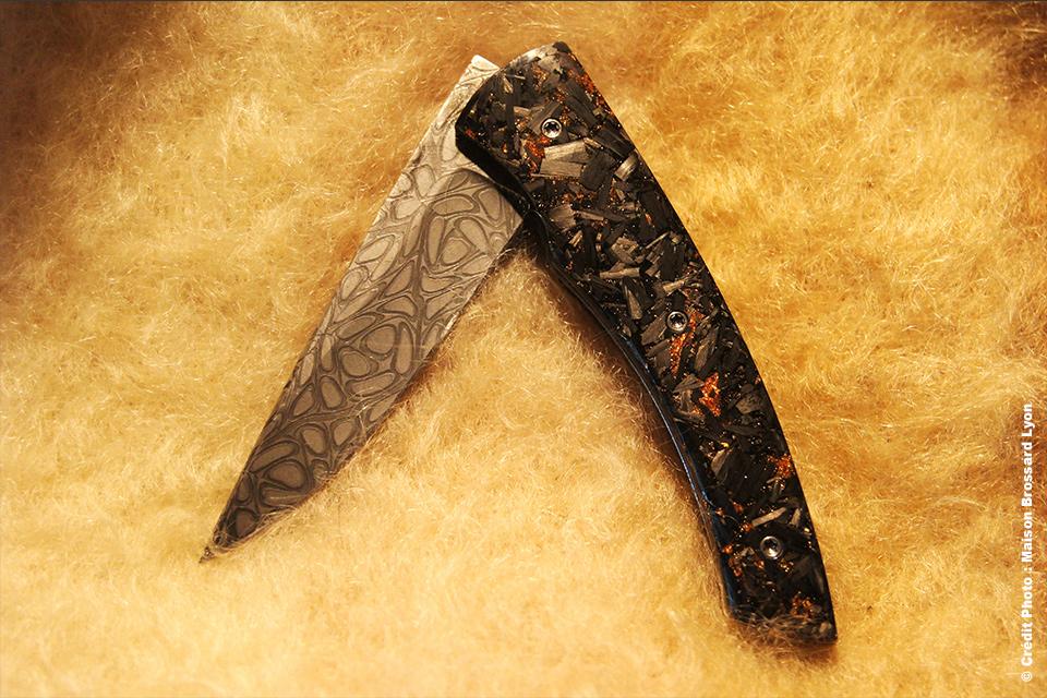 A&J CHOMILIER Manche Carbone et poudre de cuivre - Lame damas mosaïque (Chad NICHOLS)