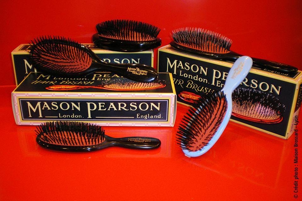 Brosses Mason Pearson - Angleterre. Large gamme de brosses de 110€ à 235€ et peignes de 24€ à 38€