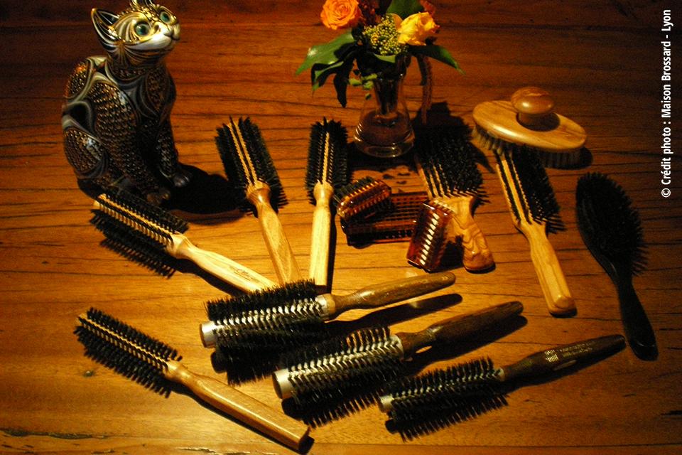 Brosses à Cheveux et Ongles. Brosses rondes pur sanglier de 16€ à 35€