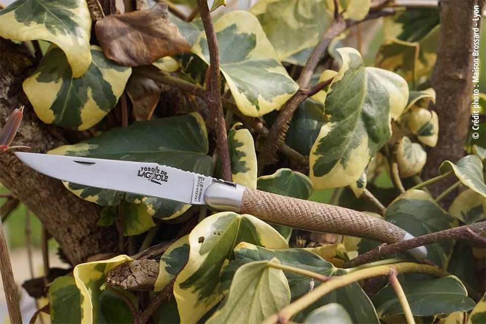 Faou chêne d'Aveyron – Abeille ciselée main. 289€ / Abeille estampée. 145€ / Tire-bouchon. 180€
