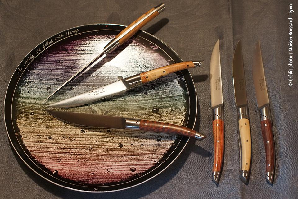 Le Thiers de Table en Bois Assortis. 405€ le coffret de 6 couteaux