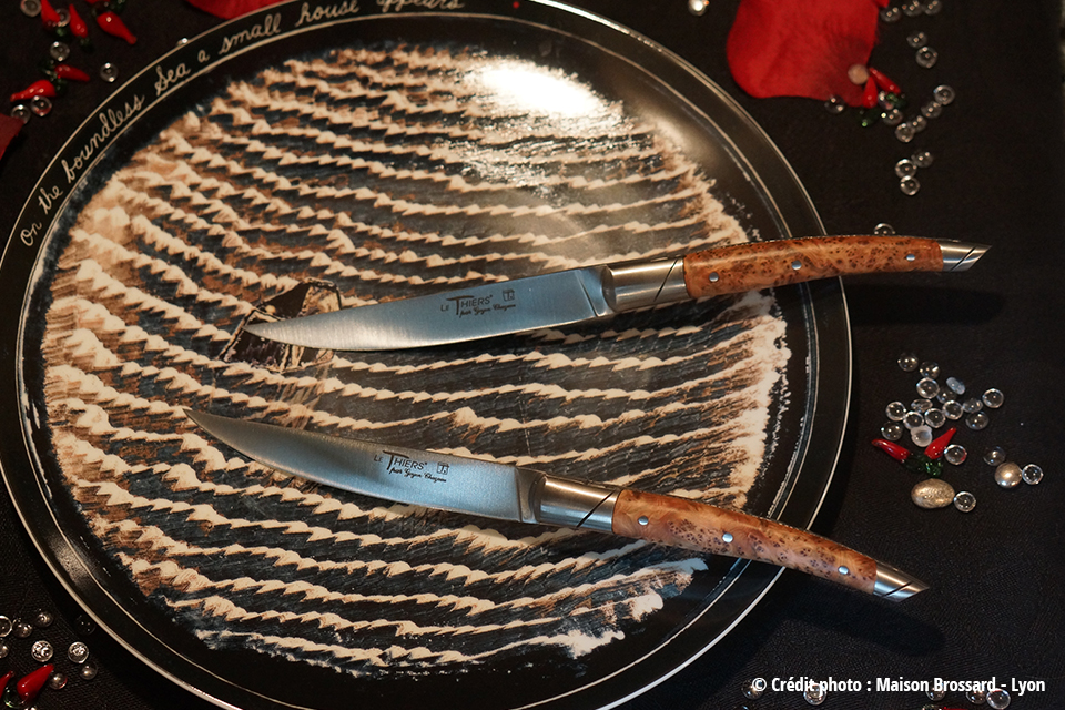 Le Thiers de Table en Bois de Genévrier. 405€ le coffret de 6 couteaux