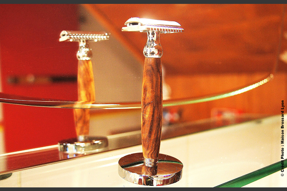 Gentleman barbier - France. Noyer 69€ / Support 29€