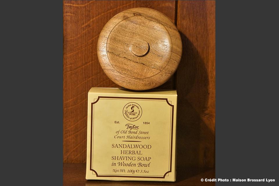 Savon à barbe par Taylor (Angleterre) - Parfum Bois de Santal. Nous consulter pour tarifs