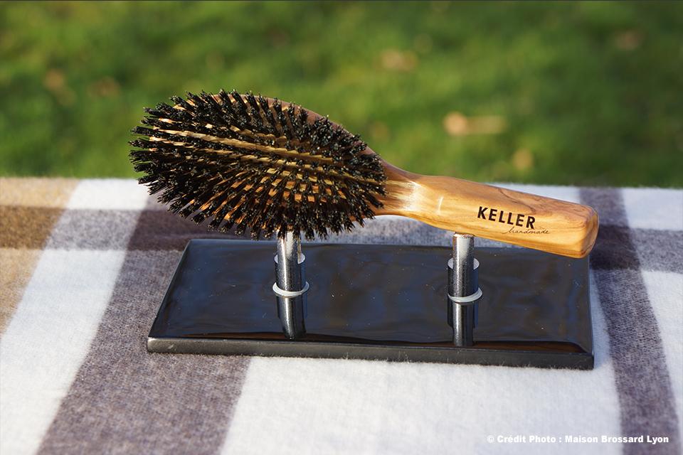 Brosse pur sanglier sélectionné. Montage main Keller Allemagne. 225€