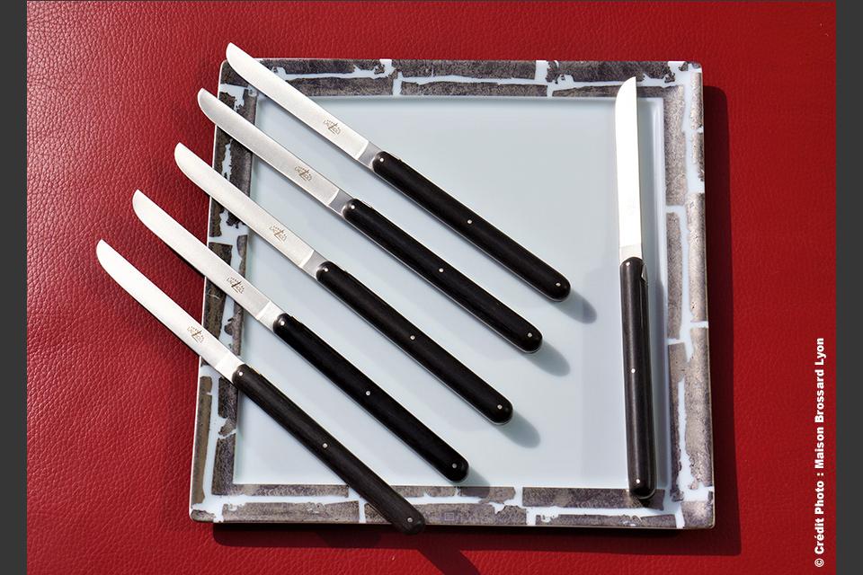 Couteaux de table Andrée Putman par La Forge de Laguiole. Manche ébène. 416€ les 6.