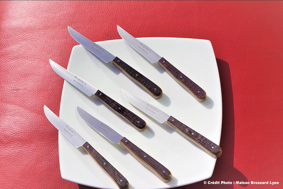 Couteaux de table Poulvere by Nontron. Manches en chêne de barrique. 179€ les 6.